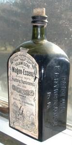Kujawische_Magen-Essenz,_bottle,_front_view